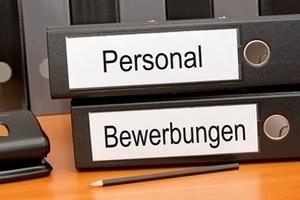 """Aktenordner mit der Aufschrift """"Personal und Bewerbungen"""""""